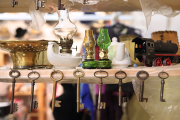 Vintage keys and lamps at the flea market. Moscow. 07.02.2018