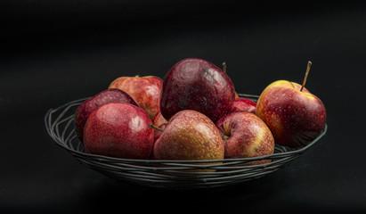 Sitllleben, Äpfel in Drahtschale