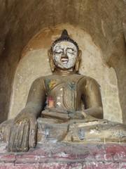 Statue de bouddha en pierre doé