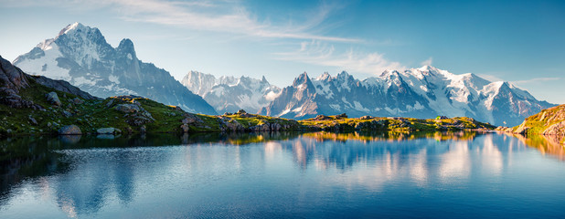 Photo sur Toile Bleu jean Colorful summer panorama of the Lac Blanc lake with Mont Blanc (Monte Bianco) on background