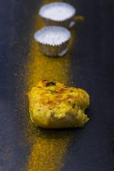 gegrilltes Hähnchen mit Curry-Pulver