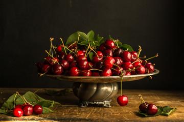 Alzata con ciliegie, da un quadro di Fede Galizia