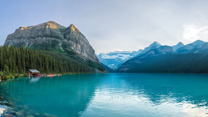 Tuinposter Bergen Lake Louise in Banff National Park of Canada