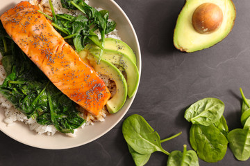 salmon with spinach and avocado