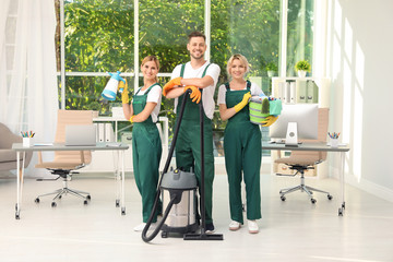 Obraz Team of janitors with cleaning supplies in office - fototapety do salonu