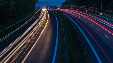 Fototapeta Pasy światła aut na autostradzie