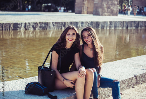 Amigas Divertidas En La Ciudad Stock Photo And Royalty Free Images