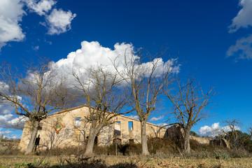 Casa abandonada en Moja, Cataluña, España