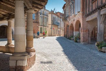 Randonneurs à Auvillar (chemin de Saint Jacques)