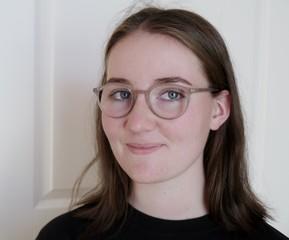 Freundliches Gesicht einer jungen Frau