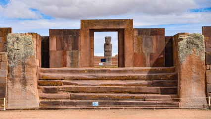 The Kalassaya Gate at the Tiwanaku archaeological site, a UNESCO world heritage site near La Paz, Bolivia Fotomurales