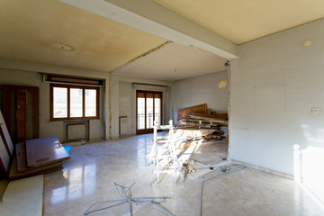 Apartment not renovated, room before renovation