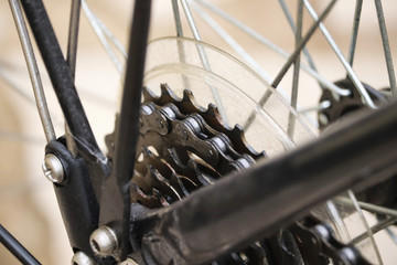 Bicycle chain and wheel