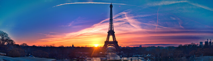 Photo sur Toile Tour Eiffel Amazing panorama of Paris very early in the morning, with Eiffel Tower included