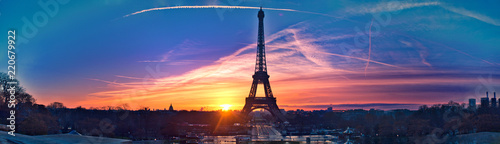 Wall mural Amazing panorama of Paris very early in the morning, with Eiffel Tower included