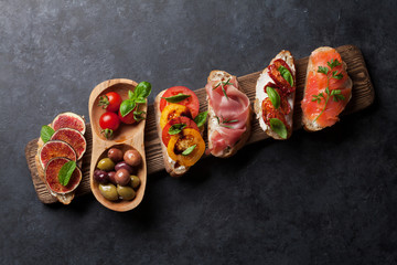 Brushetta or spanish tapas set