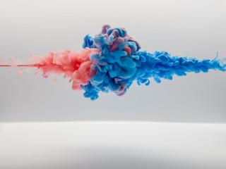 水中の絵の具 ピンク対青②