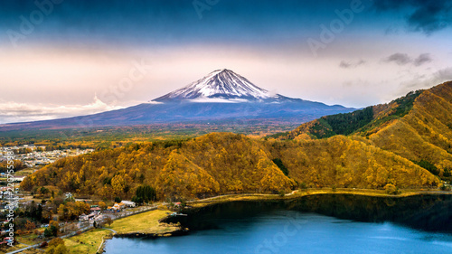 Wall mural Fuji mountain and Kawaguchiko lake, Autumn seasons Fuji mountain at yamanachi in Japan.