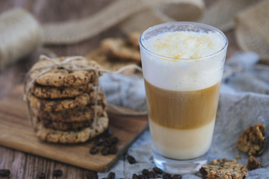 Cafe latte layered, with chocolate chip cookies