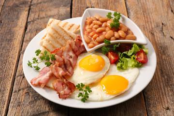 english breakfast on wood