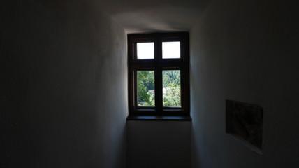 Janela no quarto fechado