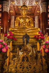 buddha temple gold statue thailand chiang mai