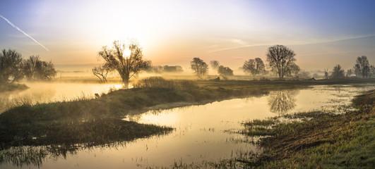 Fototapeta Wschód słońca nad rzeką obraz