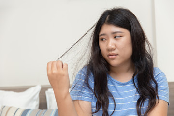 Hair pulling disorder or Trichotillomania in teenager women mental health problem.