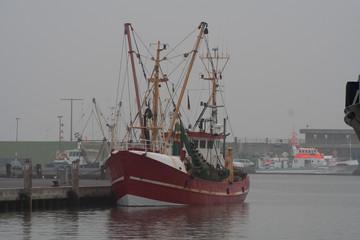Fischkutter im Büsumer Hafen an der Nordsee