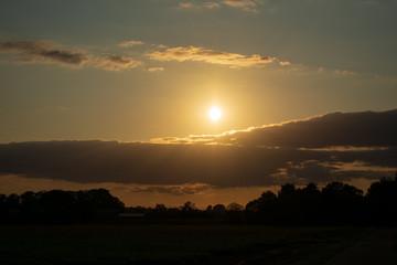 Bauernschaft mit Sonnenuntergang. Standort: Deutschland, Nordrhein - Westfalen, Borken
