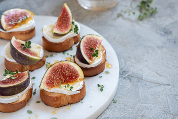 Camembert and figs on toast