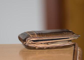 używany skórzany brązowy portfel