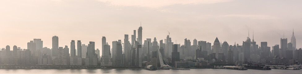 Fototapete - New York City midtown Manhattan skyline panorama view from Boulevard East Old Glory Park over Hudson River on a misty morning.