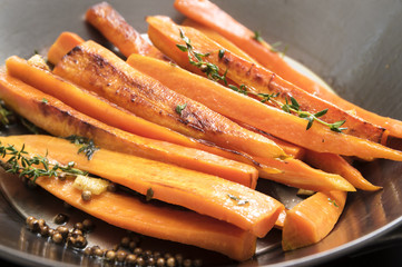 roasted carrots with thyme, coriander seed and honey in a wok pan,  recipe for root vegetables