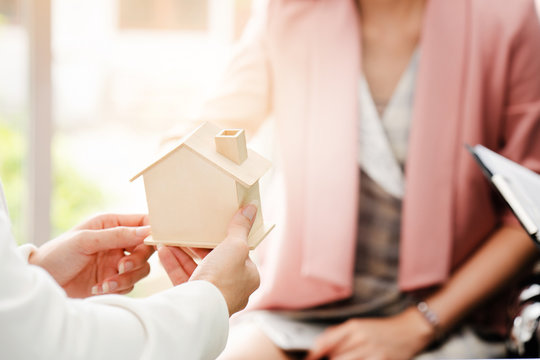 Property auction on real estate. There are experts who help to make decisions that are worth the investment. Achieve the goal of customers buy home or another. Home loans with financial institutions