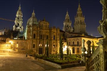 Kathedrale von Santiago de Compostela in Spanien während der blauen Stunde