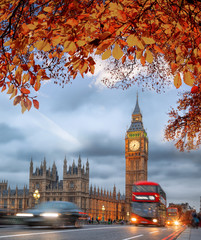 Fotomurales - Buses with autumn leaves against Big Ben in London, England, UK