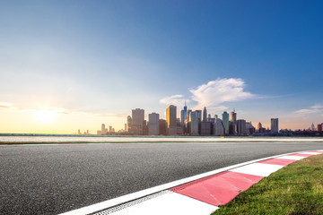 Fotomurales - empty asphalt road through modern city