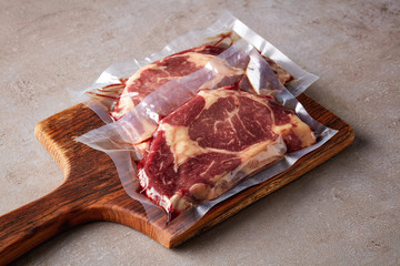 Photo sur Aluminium Viande Beef steak vacuum sealed on stone table
