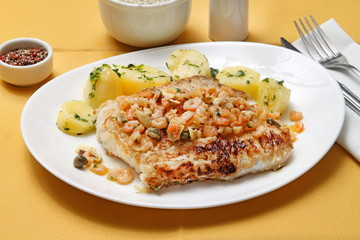 Fish with shrimp and capers sauce