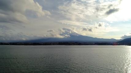 Fototapete - Footage of Fuji mountains and Kawaguchiko lake in Autumn, Japan. 4K