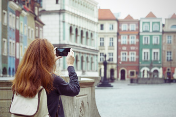 girl making a photo shoot of main square Rynek