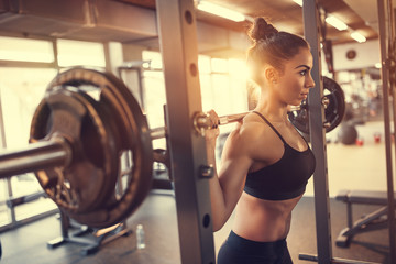 Poster Fitness Woman with barbell in gym