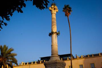 Obelisco cielo en Almería