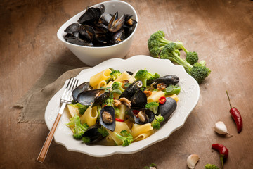 pasta with broccoli and mussel