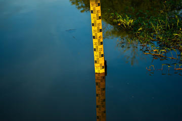Reflector of water level meter Located in the still water.