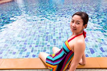 womwn inswimming pool