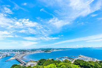 Fototapete - enoshima island and urban skyline view in kamakura