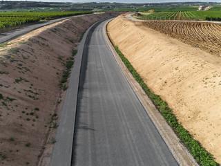 Luftbild einer neu gebauten Straße