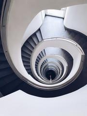 Obraz Zakręcone schody w Warszawie - fototapety do salonu